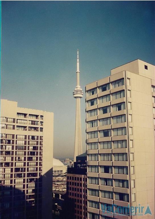 Torre CN-Tower vista da janelo do quarto do hotel.