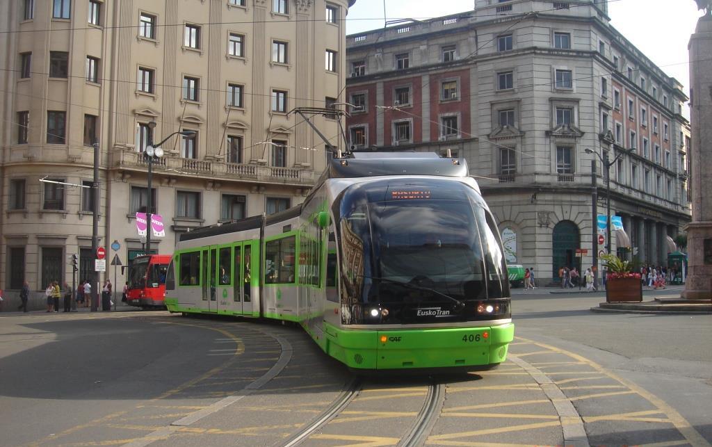 Eusko Tran, os famosos e elegantes Bondes Elétricos da cidade de Bilbao, Espanha.