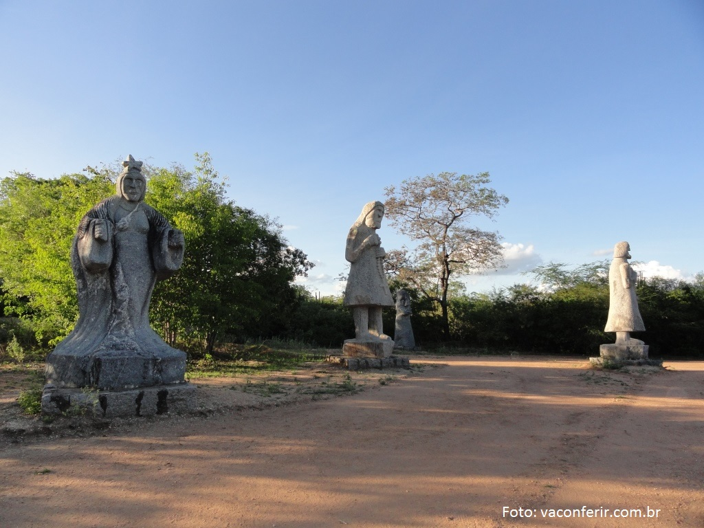 Escultura em Pedra no Parque Nilo Coelho.