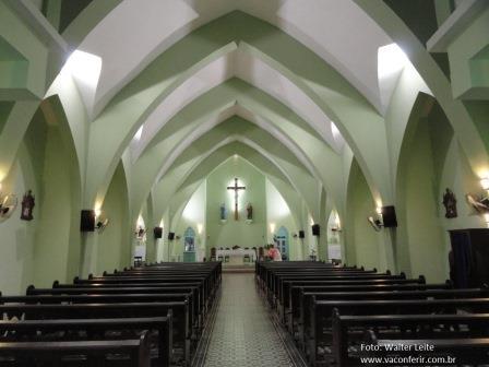 Ala interna da Igreja de Nossa Senhora das Dores.
