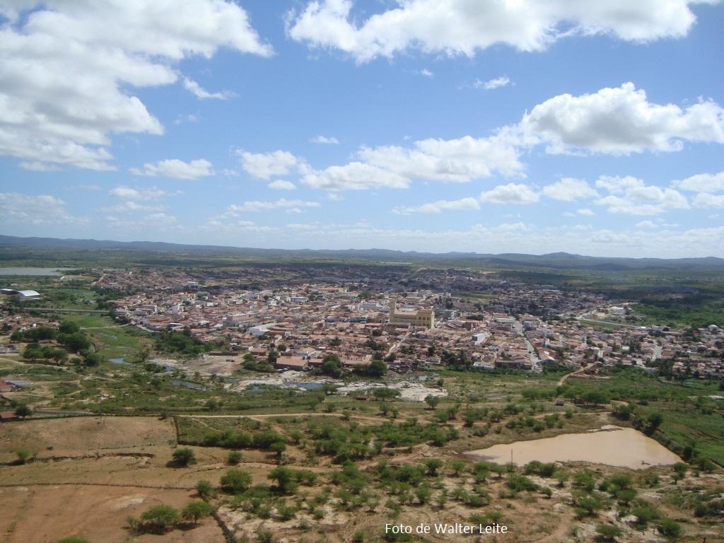 Cidade de Santa Cruz, vista de cima do morro onde está a estátua de Santa Rita de Cássia.