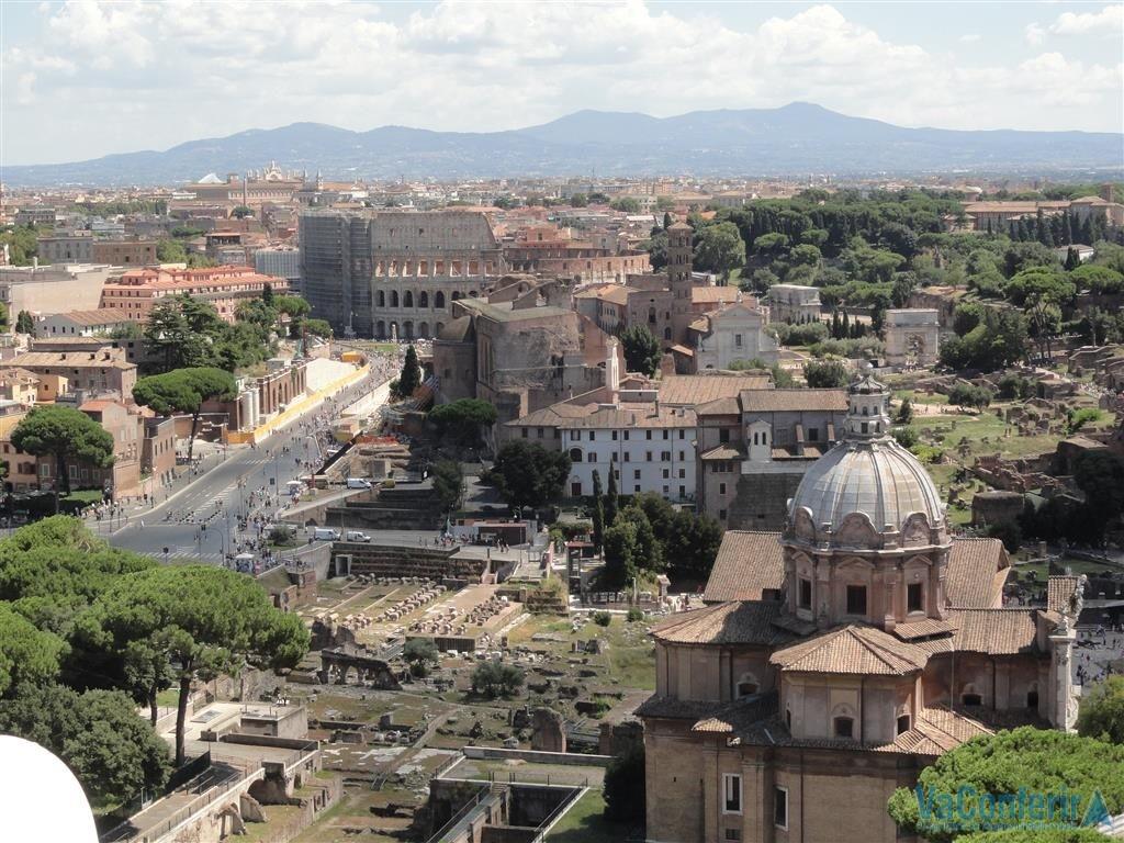 Roma parcial vista de cima do monumento Altar da Pátria