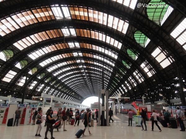 Viaje de Veneza para Milão de trem.